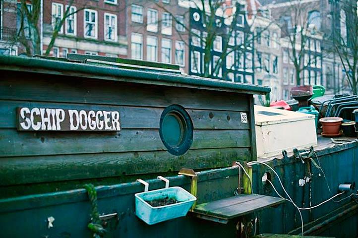 Амстердам. Дома-баржи не всегда плод роскоши
