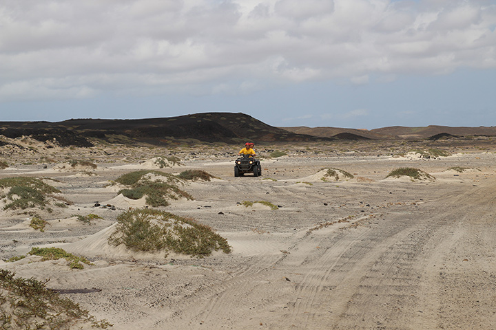 На квадроцикле по пустынному Салу