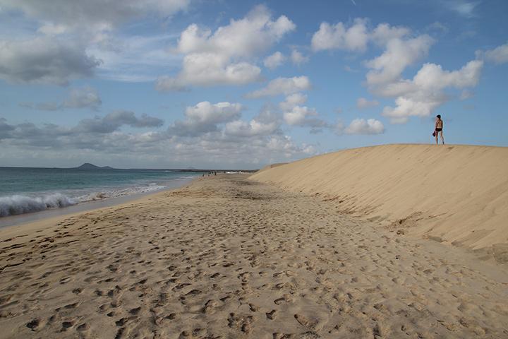 Бархан на пляже, остров Сал