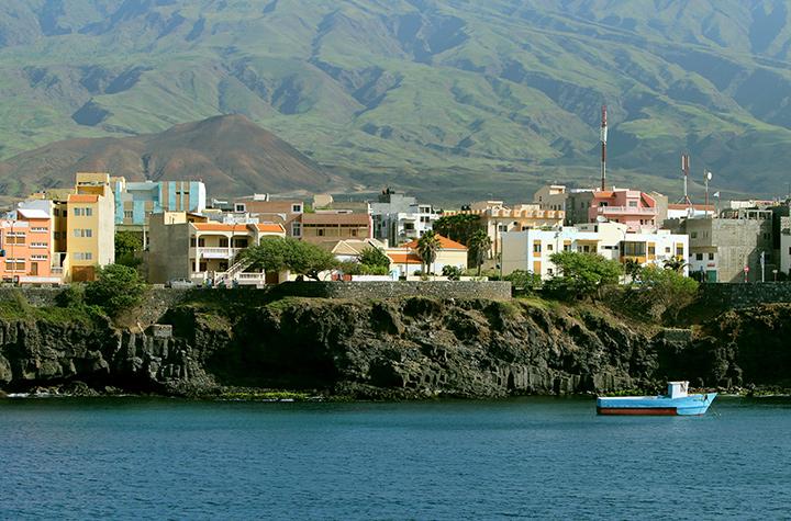 Вид на Санту-Антан с воды