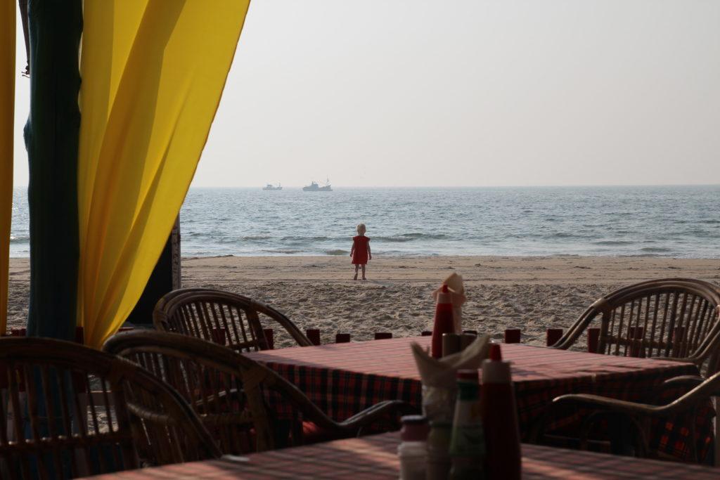 Пляж в Бенаулиме, вид из Seagull Beach Shack